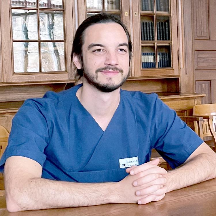 Dr. <small>med. univ.</small> Felix Segger
